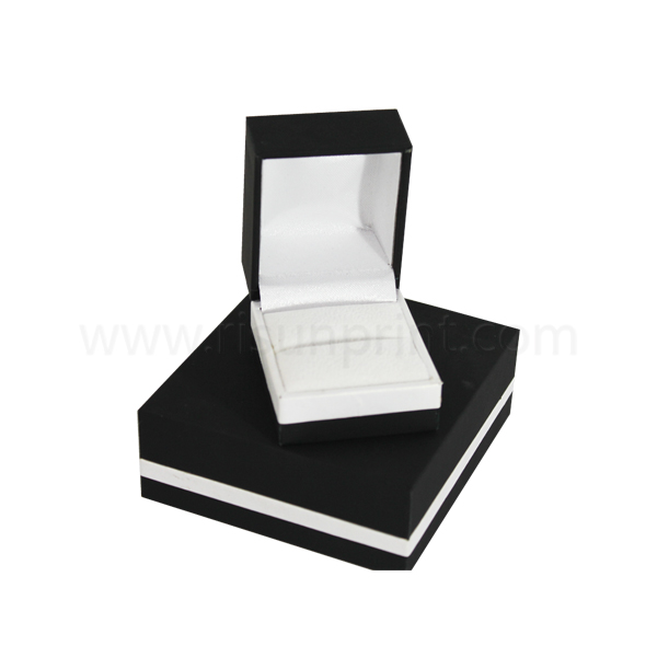 Black Ring Box